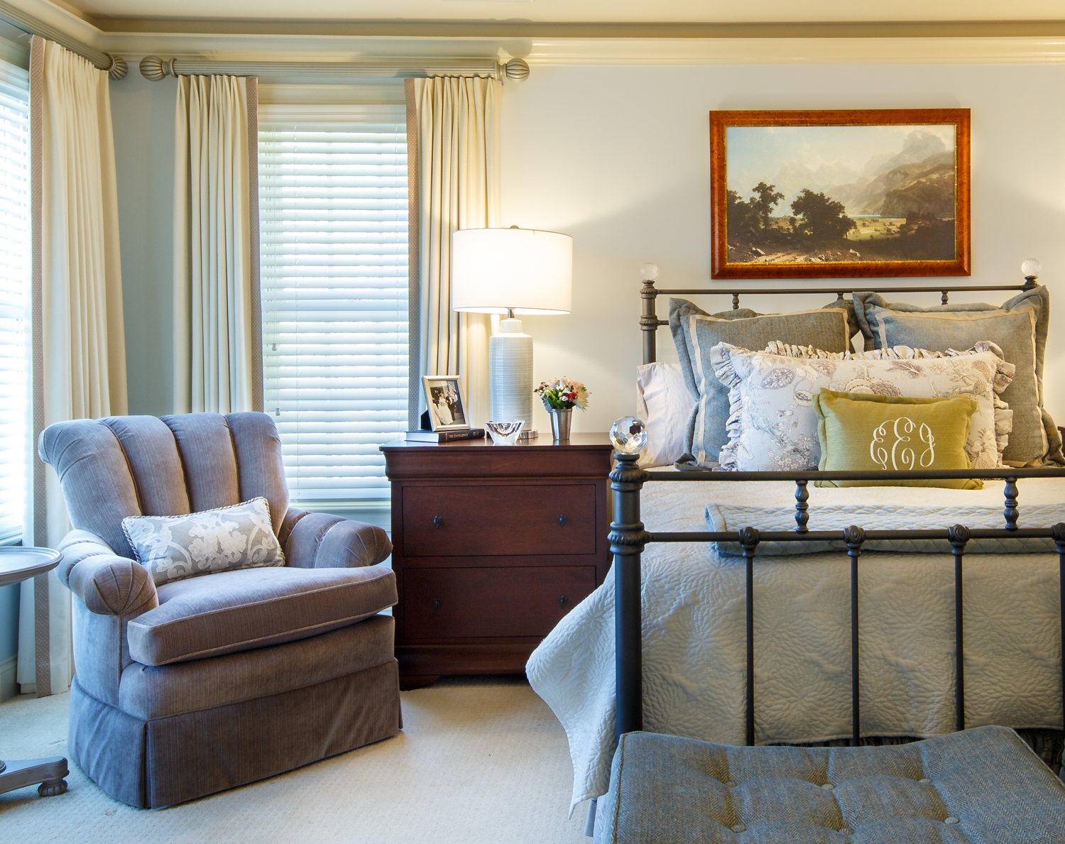Master bedroom with sitting area - Master Bedroom And Sitting Area